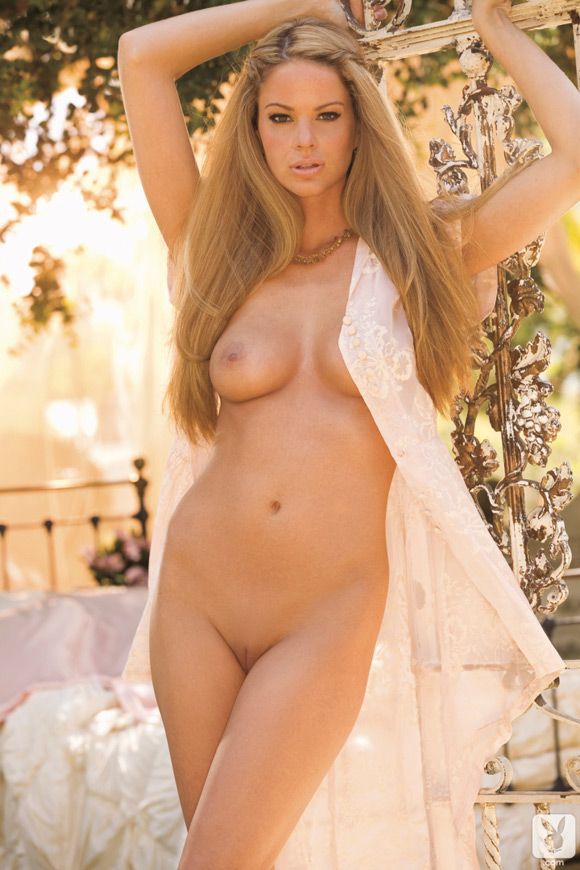 beth-williams-playboy-playmate-girl-naked