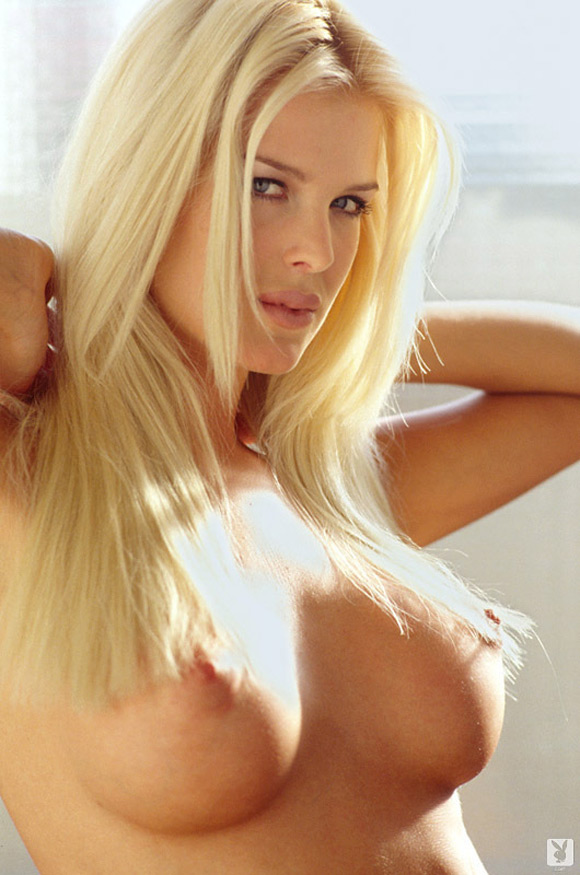 victoria-silvstedt-playboy-playmate-girl-naked