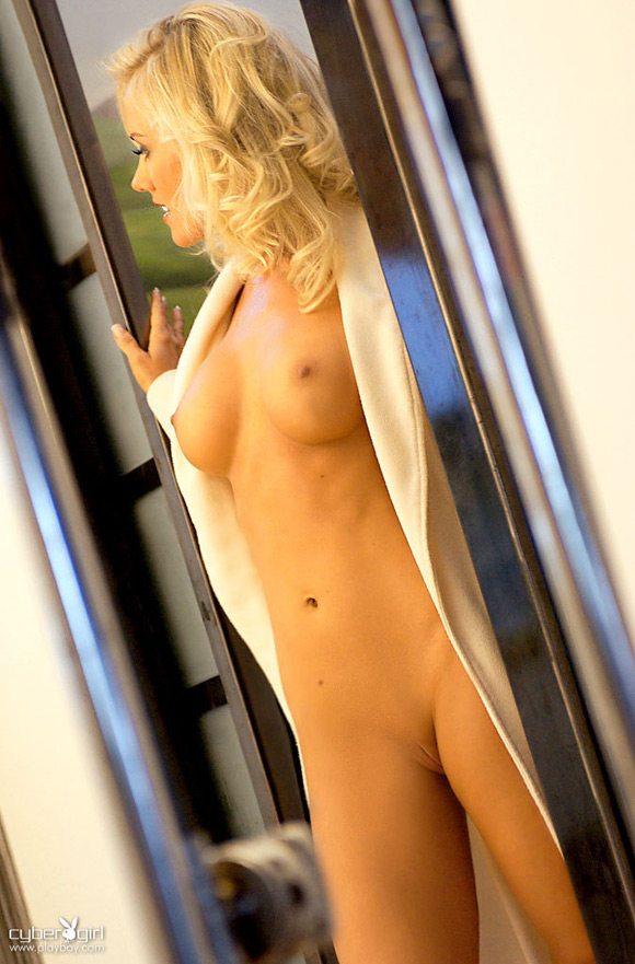 amy-mccarthy-playboy-playmate-girl-naked